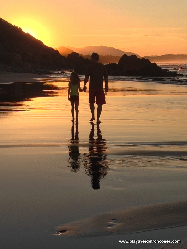 Beach walk at sunset (Picture 4/4)